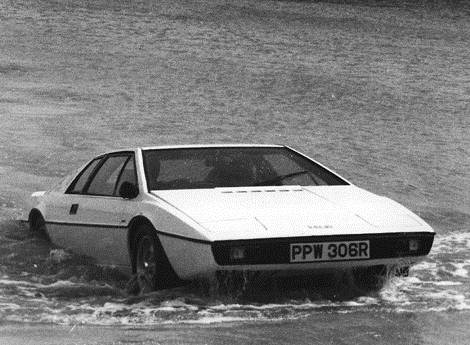 James Bond test drives the Lotus Esprit!
