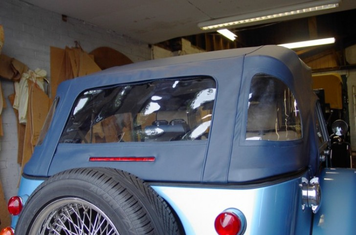 Zipped rear window on Morgan hood